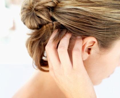 درمان خارش پوست سر با مواد طبیعی